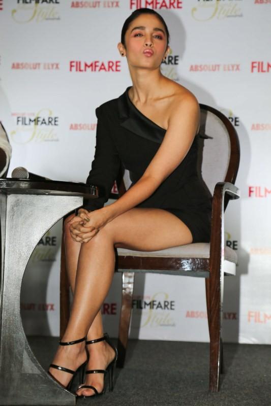 Alia Bhatt,actress Alia Bhatt,Alia Bhatt unveils Filmfare,Alia Bhatt unveils latest issue of Filmfare,Alia Bhatt hot pics,Alia Bhatt hot images,Alia Bhatt hot photos,Alia Bhatt hot stills,Alia Bhatt hot pictures