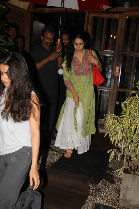 Sara Ali Khan spotted at Bandra - Photos,Images,Gallery ...