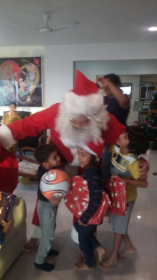 Aamir Khan,Aamir Khan turns Santa Claus,Aamir Khan as Santa Claus,Aamir Khan turns Santa Claus for son Azad,Aamir Khan Christmas,Aamir Khan Christmas? celebration,Aamir Khan son azad