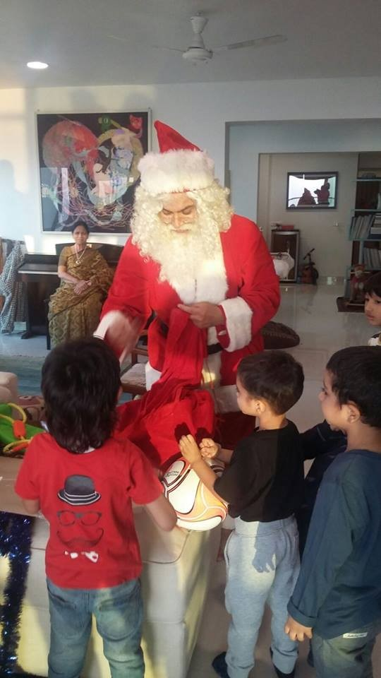 Aamir Khan,Aamir Khan turns Santa Claus,Aamir Khan as Santa Claus,Aamir Khan turns Santa Claus for son Azad,Aamir Khan Christmas,Aamir Khan Christmas? celebration,Aamir Khan son azad