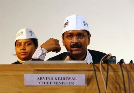 Arvind Kejriwal (R), former Delhi Chief Minister ( a file photo)