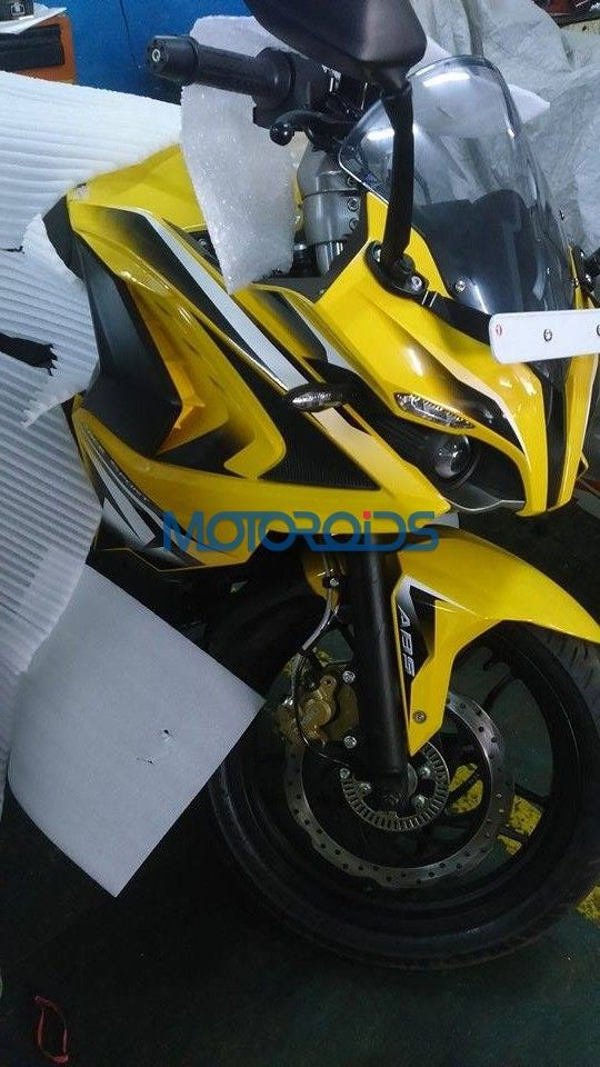 Bajaj Pulsar RS 200 spied Up Close Ahead of 26 March Launch