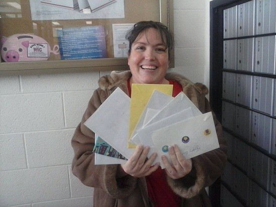 Colin's Mom Jennifer showing the letters from facebook users wishing Colin Happy Birthday/Facebook