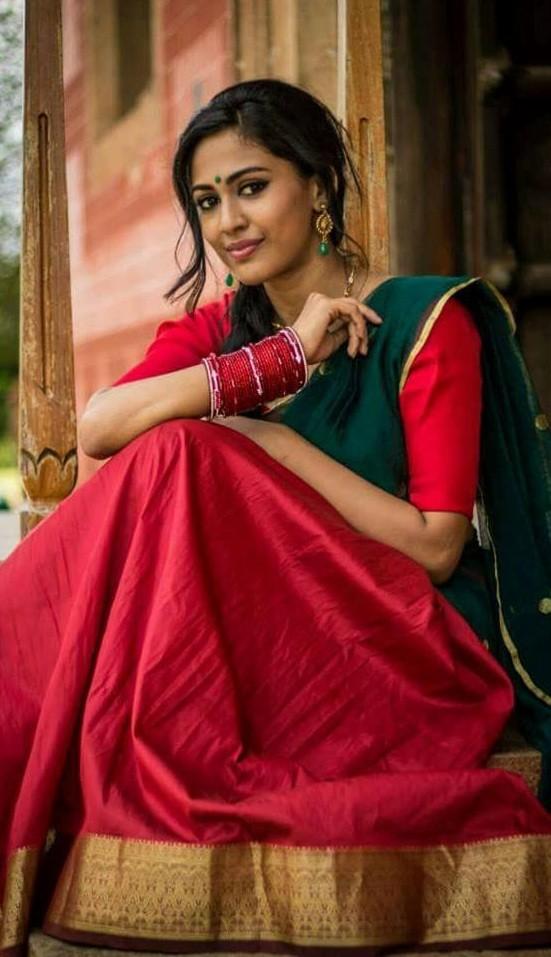 Aparna Vinod,Aparna Vinod photos,Aparna Vinod pictures,Aparna Vinod kohinoor,kohinoor malayalam movie,kohinoor movie actress,kohinoor actress photos,kohinoor actress name,aparna vinod controversy,priyanandanan,Njan Ninnodu Koodeyundu