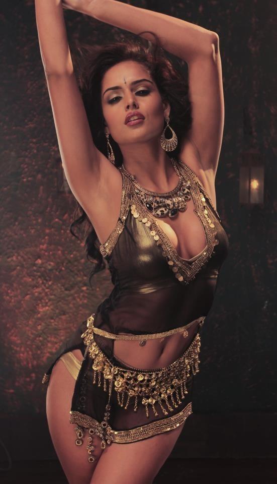 """Nathalia Kaur in """"Dan Dan Cheeni"""" Item Song"""