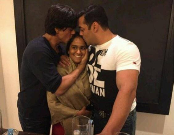 When Salman Khan Served Drinks to Shah Rukh at Arpita's Sangeet Ceremony!