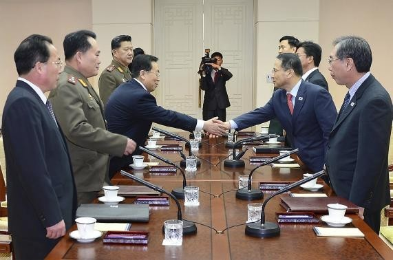 Head of the North Korean high-level delegation, Won Tong Yon (3rd L) shakes hands with his South Korean counterpart Kim Kyou-hyun (2nd R) during their talks at the Peace House on the southern side of the truce village of Panmunjom in the demilitarised zon