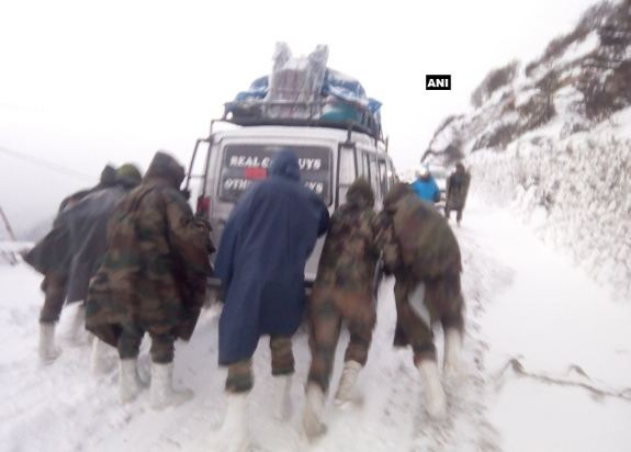 Army rescued 127 tourists stuck in snow blizzard at Sela Pass near Tawang, Arunachal Pradesh