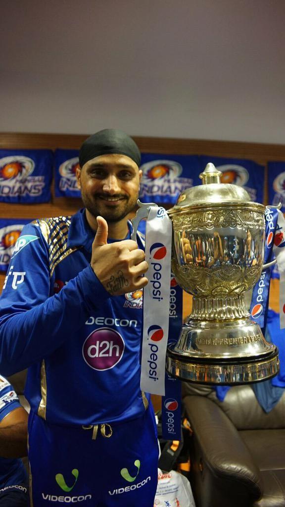 Mumbai Indians with IPL 2015 Trophy,Mumbai Indians,Mumbai Indians IPL 2015,Mumbai Indians Win Second IPL Crown,Mumbai Indians Win Second IPL Trophy,Mumbai Indians lift the trophy,Rohit Sharma,Mumbai Indians saunter to second title win,Indian Premier Leagu