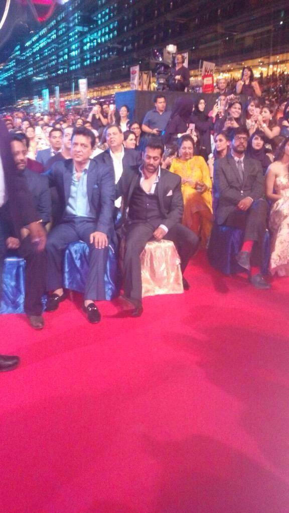 Salman Khan performance at AIBA 2015,AIBA 2015,Salman Khan dance performance at AIBA 2015,Bajrangi Bhaijaan Star Salman Khan,Arab-Indo Bollywood Awards 2015,Arab-Indo Bollywood Awards,AIBA Awards In Dubai,AIBA Awards,AIBA Awards 2015,AIBA Awards pics,AIBA