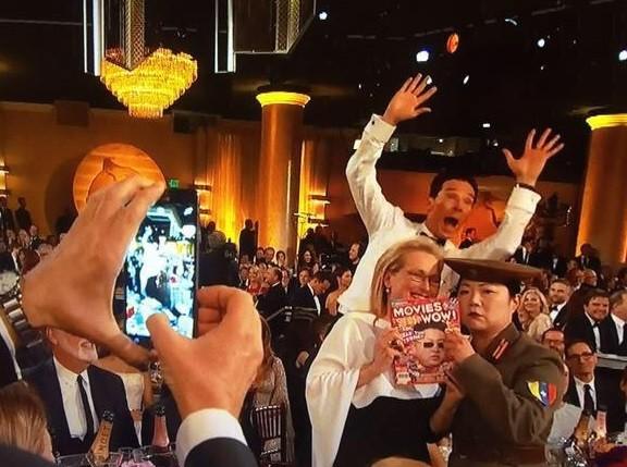 Benedict Cumberbatch Photobomb at the Golden Globes Award