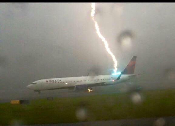Lightning strikes Delta plane,Lightning,Lightning Strikes Plane,Caught on Camera,Airlines plane hit by lightning bolt