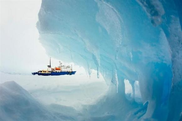 The MV Akademik Shokalskiy is pictured stranded in ice in Antarctica, December 29, 2013.