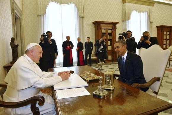 US President Barack Obama (R) talks with Pope Francis during a private audience at the Vatican City March 27.
