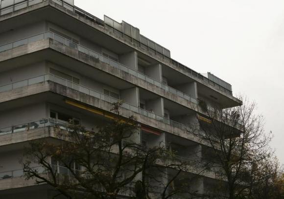 Nigerian man jumps from third floor of an apartment