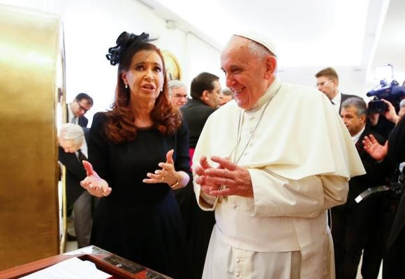 Pope Francis talks with Argentina's President Cristina Fernandez de Kirchner during a private audience at the Vatican September 20, 2014.