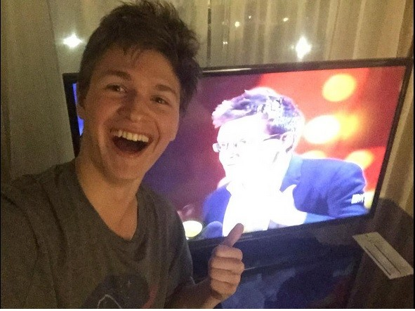 Ansel Elgort watching MTV Movie Awards win
