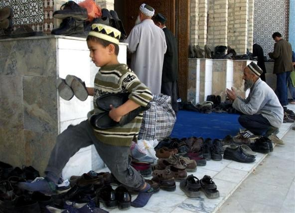 A Tajik boy in a mosque during Friday prayers in Dushanbe October 12, 2001