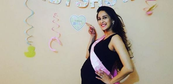 Chahatt Khanna Mirza delivers baby girl; 'Bade Achhe Lagte Hain' actress shares glimpse of her child. Pictured: Chahatt Khanna Mirza