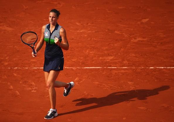 Thiem tames Djokovic to reach French Open semis