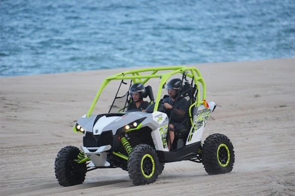 The teams will drive dune buggy in season finale.