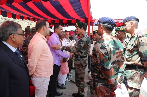 Army Chief Gen Dalbir Singh interacts with the next of kin of the Kargil War heroes at Drass.