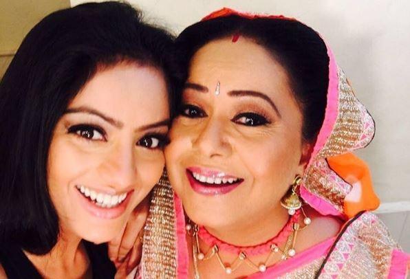 "Sharman Joshi not to be a part of ""Diya Aur Baati Hum."" Pictured: ""Diya Aur Baati Hum"" co-actors Deepika Singh (on left) and Neelu Waghela."