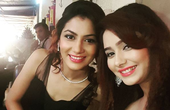 "Is this how Pragya will save Abhi? Pictured: ""Kumkum Bhagya"" actresses Sriti Jha aka Pragya and Leena Jumani aka Tanu"