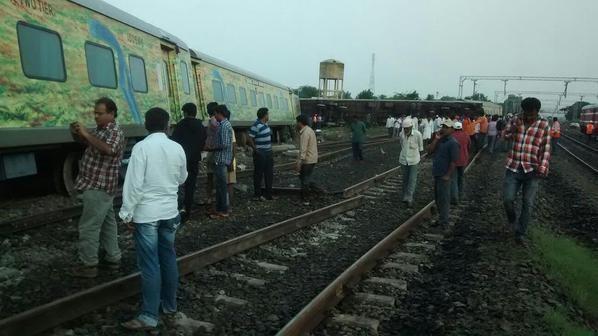 Duronto Express train,Duronto Express,Duronto Express train derails,Duronto Express train derails in Karnataka,Duronto train,train derails,train accident