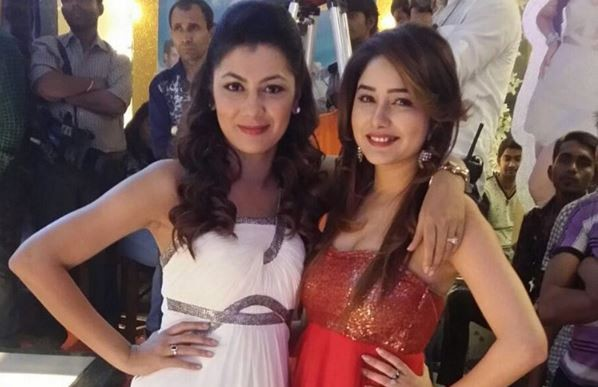 "Leena Jumani aka Tanu of ""Kumkum Bhagya"" meets with an accident. Pictured: ""Kumkum Bhagya"" actresses Sriti Jha and Leena Jumani"