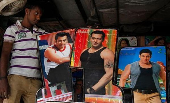 Salman Khan gets Bail,Salman Khan,Salman khan hit and run case,Salman Khan's Fans Celebrate,salman bail or jail,salman khan bail,Salman Khan pics,Salman Khan images,Salman Khan photos,Salman Khan stills,Salman Khan pictures