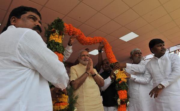 Narendra Modi,Narendra Modi Public Meeting at Dantewada,Dantewada,Prime Minister Narendra Modi,Chhattisgarh,PM Modi visits Naxal-affected Dantewada in Chhattisgarh,PM Modi visits Naxal affected area,Naxal affected area,PM Modi's public rally,Maoist affect