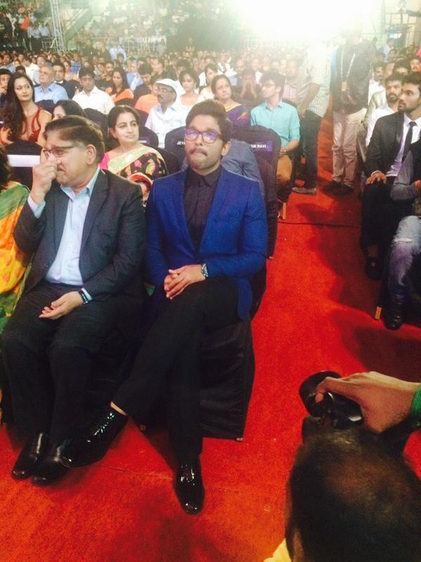 Allu Arjun,actor Allu Arjun,Allu Arjun at 62nd Filmfare Awards,Allu Arjun at Filmfare Awards,Filmfare Awards,Filmfare Awards 2015,Filmfare Awards pics,Filmfare Awards images,Filmfare Awards photos,Filmfare Awards stills,Filmfare Awards pictures