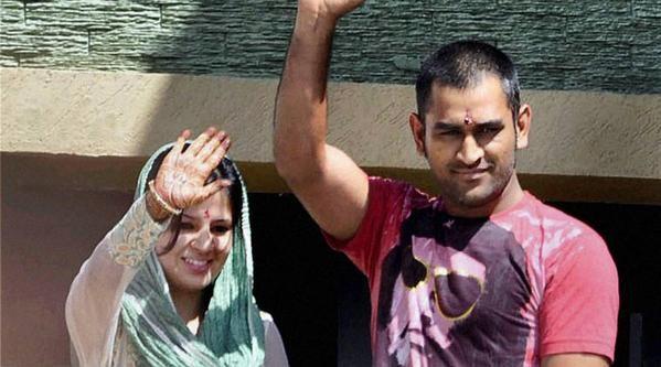 MS Dhoni,Sakshi Singh,MS Dhoni and Sakshi Singh,MS Dhoni and Sakshi Singh wedding day,MS Dhoni and Sakshi Singh Wedding Anniversary,MS Dhoni and Sakshi Singh Celebrate 5th Wedding Anniversary,MS Dhoni and Sakshi Singh 5th Wedding Anniversary,MS Dhoni Wedd