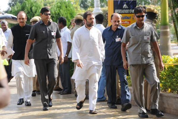 Rahul Gandhi at Abdul Kalam's funeral in Rameswaram