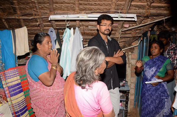 Ilayathalapathy Vijay,Ilayathalapathy,Vijay,actor Ilayathalapathy Vijay,actor Vijay,puli,phli hero vijay,Puli hero Ilayathalapathy Vijay visits his deceased fans houses,Soundarajan,UdhayaKumar