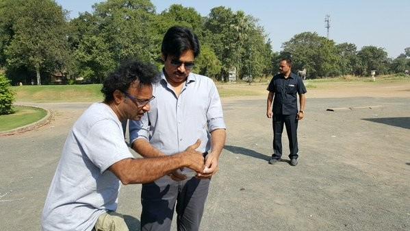 Pawan Kalyan,Devi Sri Prasad,Pawan Kalyan meets Devi Sri Prasad,actor Pawan Kalyan,Sardaar Gabbar Singh,Sardaar Gabbar Singh on the sets,Sardaar Gabbar Singh movie stills,Sardaar Gabbar Singh movie pics,Sardaar Gabbar Singh movie images,Sardaar Gabbar Sin