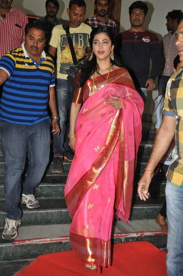 Actress Shruti Haasan,Uttama Villain music release photos,father Kamal Hassan,Shruti Uttama Villain music release,Uttama Villain Telugu audio launch pictures