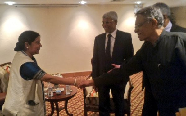 Sushma Swaraj,Sushma Swaraj meets Sri Lankan political parties,External Affairs Minister Sushma Swaraj,Minister Sushma Swaraj,Sri Lankan political parties,Sushma Swaraj in Sri lanka,Tamil party