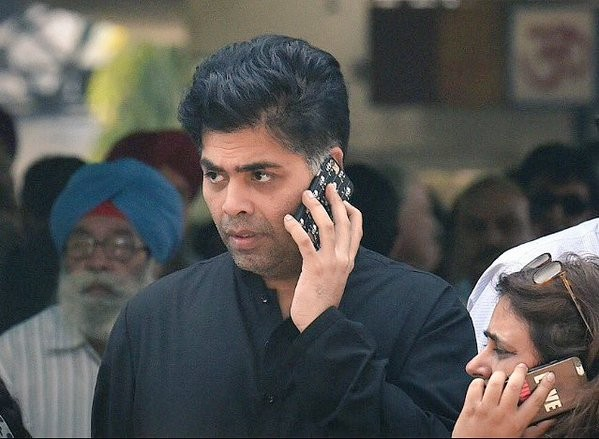 Shah Rukh Khan,SRK,Shah Rukh Khan attends father-in-law's funeral,Gauri Khan,Gauri Khan father,Ramesh Chandra Chibber,Gauri Khan's father Ramesh Chandra Chibber,Bollywood superstar Shah Rukh Khan,fan