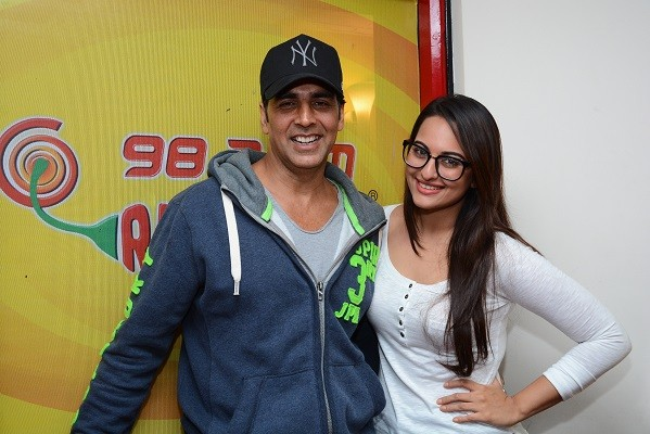 Akshay Kumar's Bond with Sonakshi Sinha Upsets Wife Twinkle?