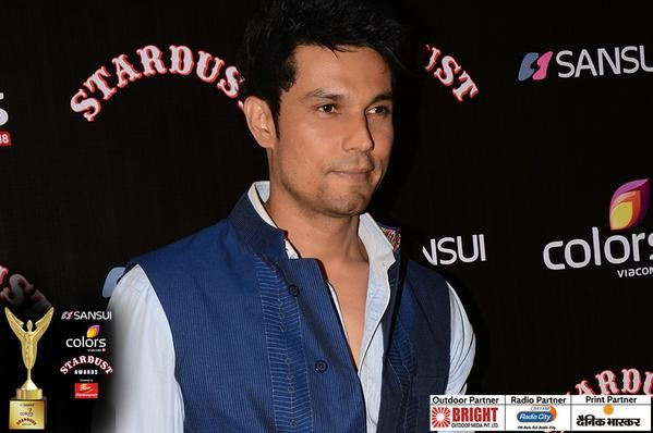 Randeep Hooda receives Searchlight award for Best Actor.