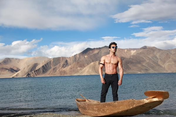 Pulkit Samrat's first look in Sanam Re