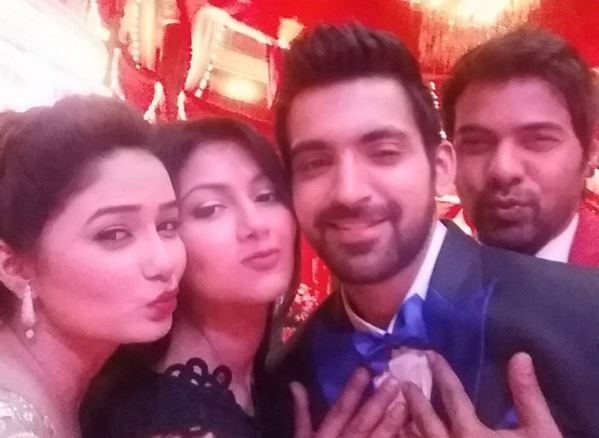 """Kumkum Bhagya"" stars attend Shikha Singh's wedding reception. Pictured:  ""Kumkum Bhagya"" co-stars Sriti Jha, Shabbir Ahluwalia, Leena Jumani and Arijit Taneja"