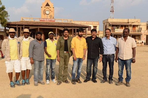 Chiranjeevi meets Pawan Kalyan on