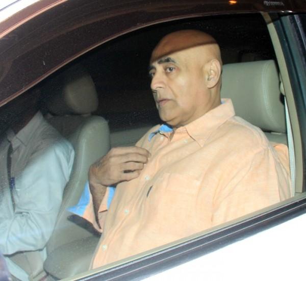 Celebs Visit Salman Khan At Galaxy Appartment Photos