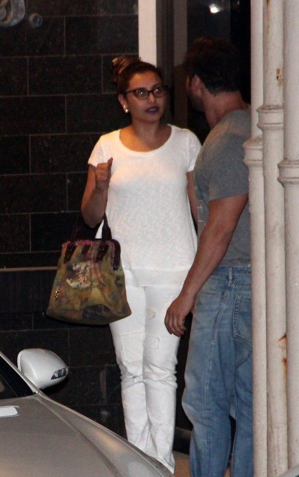 Celebs Visit Salman Khan At Galaxy Appartment Photos Images Gallery 11552