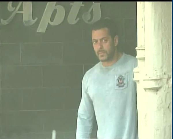 Aamir Khan Meets Salman Khan,Aamir Khan,Aamir Khan and Salman Khan,Aamir Khan Meets Salman Khan at Galaxy Appartment,Galaxy Appartment,actor Aamir Khan,actor Salman Khan