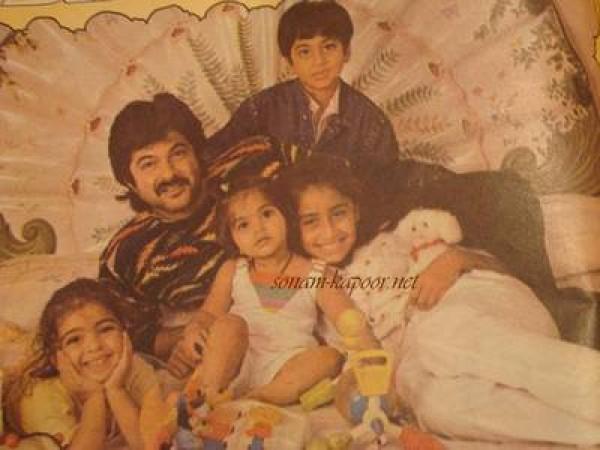Sonam Kapoor Childhood Photos - Photos,Images,Gallery - 13342
