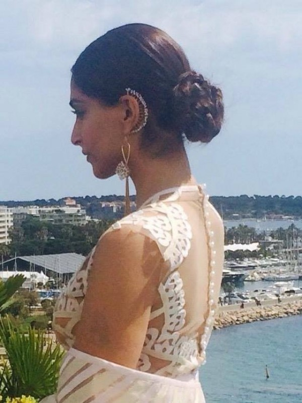 sonam kapoor sizzles at cannes 2015   photos images